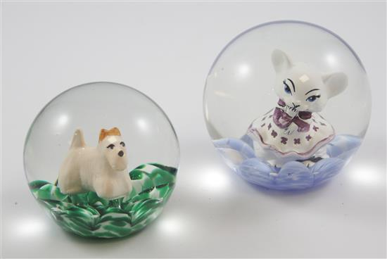 2 MAUDE AND BOB ST CLAIR PAPERWEIGHTS WITH SULPHIDE FIGURES INCLUDING DOG AND KITTEN, 3.5
