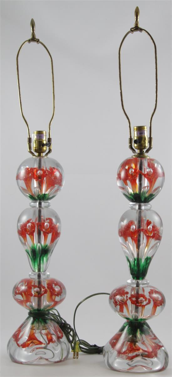 PAIR GIBSON TABLE LAMPS WITH RED TRUMPET FLOWERS AND GREEN DECORATION, 34