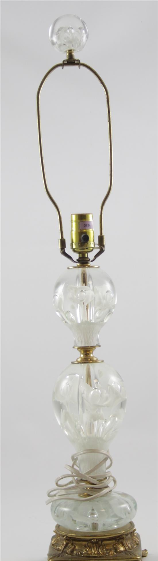 UNMARKED GLASS TABLE LAMP WITH WHITE TRUMPET FLOWERS AND BRASS BASE, 31.5
