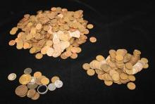 LARGE LOT INCLUDING LINCOLN WHEAT AND MEMORIAL CENTS AND VARIOUS DATE INDIAN HEAD CENTS, U.S. LARGE CENT, 1802 SPANISH 2 REALE AND F...