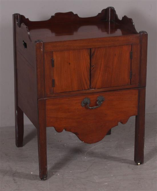 EARLY MAHOGANY BEDSIDE COMMODE WITH TRAY TOP, 23