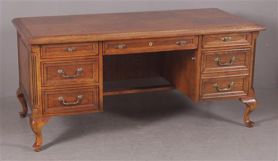 BERNHARDT OAK EXECUTIVE DESK WITH 7 DRAWERS, 64