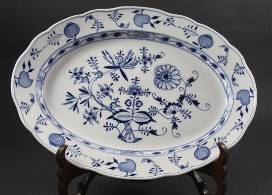 MEISSEN CHINA BLUE ONION OVAL PLATTER, 18.25