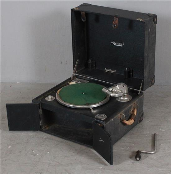 BRUNSWICK PORTABLE PHONOGRAPH MODEL 101, 15