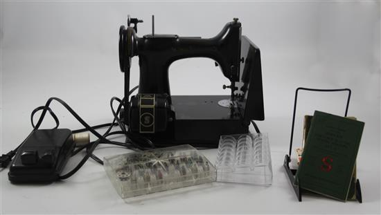 SINGER FEATHERWEIGHT SEWING MACHINE, NO CASE