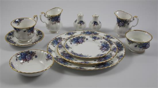 89 PIECES ROYAL ALBERT
