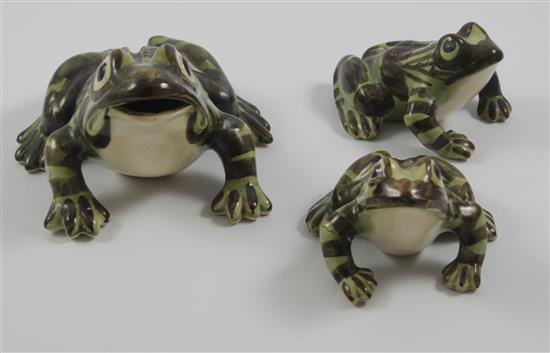 3 BRUSH MCCOY FROGS IN VARIOUS SIZES, LARGEST 8
