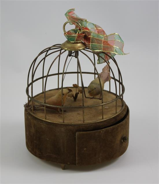 VICTORIAN BIRD CAGE MUSIC BOX WITH 2 BIRDS, 8.5