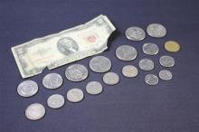 MIXED LOT INCLUDING SERIES 1953 TWO DOLLAR RED SEAL NOTE, 2 SUSAN B ANTHONY DOLLARS, 5 CLAD KENNEDY HALF DOLLARS, AND FOREIGN COINS