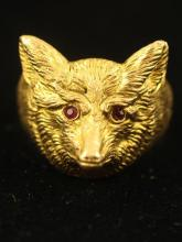 STAMPED 14K YELLOW GOLD FOX RING WITH RUBY ACCENTED EYES, SHANK HAS BEEN CUT, 14.3 GRAMS TOTAL