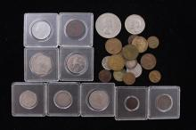 MIXED LOT INCLUDING CHURCHILL COMMEMORATIVE ROUND AND OTHER FOREIGN COINS, BUFFALO NICKEL, INDIAN HEAD CENT, AND TOKENS