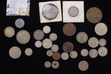 LOT FOREIGN COINS INCLUDING CANADA AND SOUTH AFRICA, POSTAGE STAMP, AND TOKENS