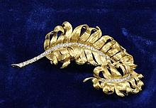 18K YELLOW GOLD FEATHER PLUME DESIGN BROOCH WITH DIAMOND ACCENTS, 2 1/2
