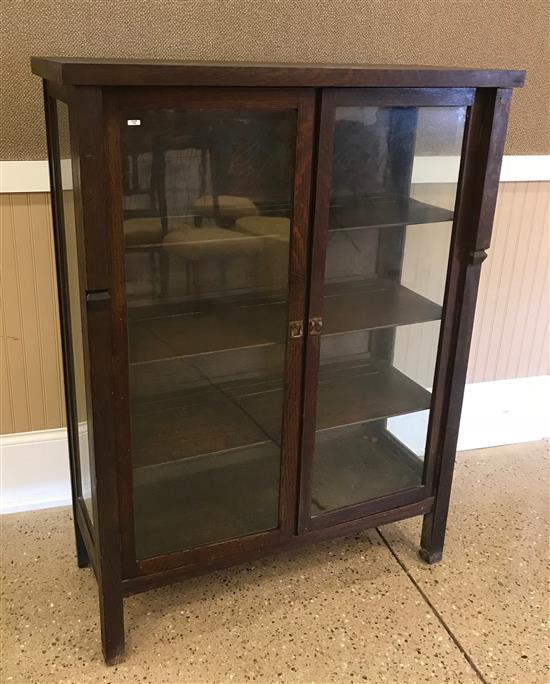 OAK ARTS AND CRAFT STYLE CHINA CABINET WITH THREE FIXED POSITION SHELVES, 44