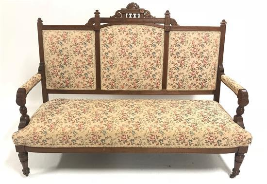 EASTLAKE VICTORIAN SETTEE WITH FLORAL UPHOLSTERY, 58
