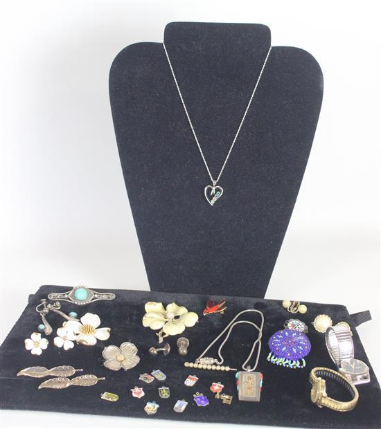 LOT JEWELRY AND ACCESSORIES INCLUDING: STERLING SILVER PENDANTS AND SOUVENIR CHARMS WEIGHING 1.24 TROY OUNCES TW, BLUE SEED BEAD PEN...