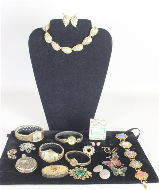 LOT JEWELRY AND ACCESSORIES INCLUDING: AVON