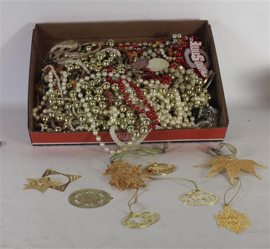 BOX LOT COSTUME JEWELRY INCLUDING: BEADED AND SYNTHETIC PEARL NECKLACES, GOLD TONE FLAT ORNAMENTS, AND HAIR CLIPS