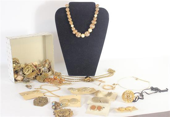 LOT ASSORTED GOLD TONE JEWELRY AND ACCESSORIES INCLUDING EARRINGS, NECKLACES, AND BROOCHES