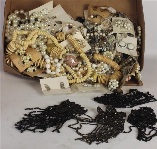 BOX LOT OFF-WHITE JEWELRY AND ACCESSORIES INCLUDING: SYNTHETIC PEARL STRANDS, AND EARRING PAIRS ON CARDS