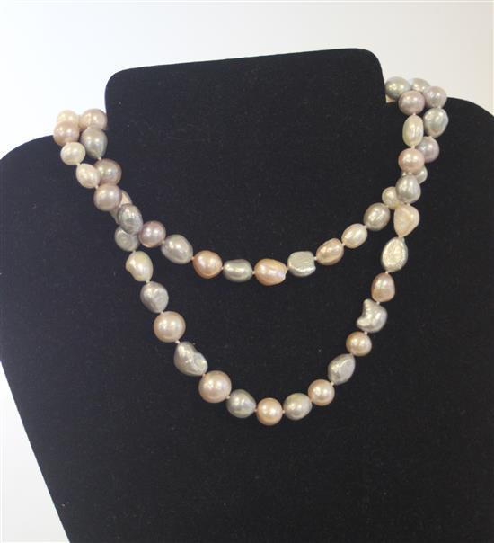 72-COUNT LARGE TRI-COLOR PEARL STRAND MEASURING APPROXIMATELY 30