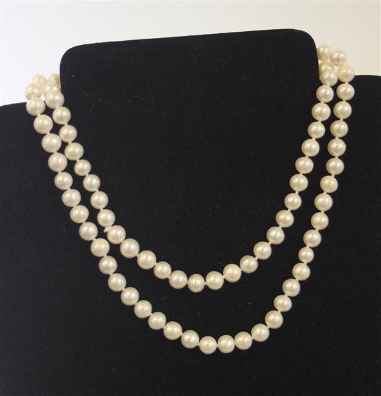106-COUNT DOUBLE KNOTTED WHITE PEARL STRAND MEASURING APPROX. 32