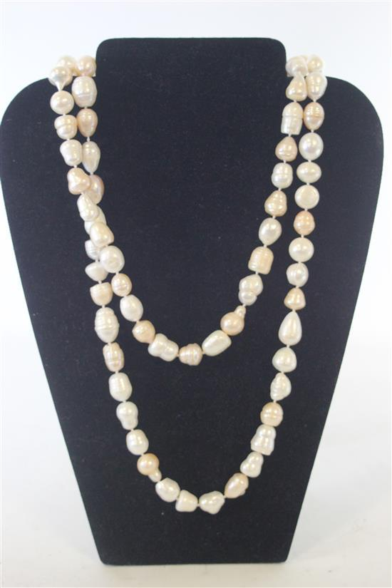 81-COUNT LARGE NATURAL DUAL TONE OFF-WHITE AND BLUSH PEARL STRAND MEASURING APPROXIMATELY 48