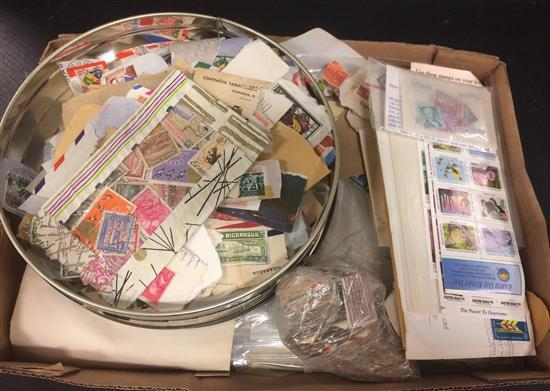 BOX LOT U.S. AND FOREIGN POSTAGE STAMPS, MOSTLY LOOSE