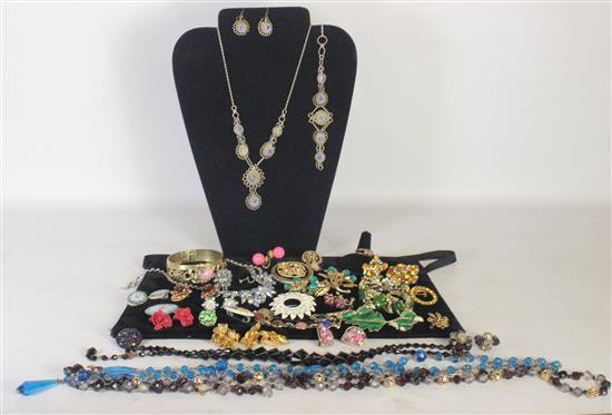 BOX LOT COLORFUL JEWELRY INCLUDING: 2.5