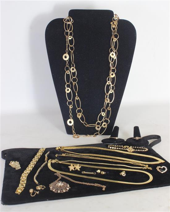 LOT GOLD TONE JEWELRY INCLUDING: TWO HERRINGBONE NECKLACES, TWO RINGS, AND A SMALL PIN WITH HEART MOTIF