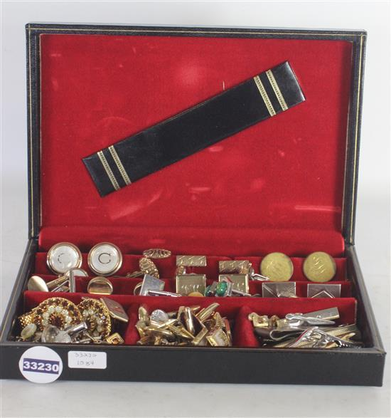 LOT ACCESSORIES IN BLACK BOX INCLUDING: CUFFLINKS, TIE CLIPS, AND TIE BARS
