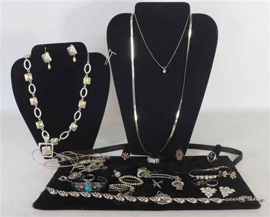 LOT OF SILVER TONE JEWELRY INCLUDING: 30