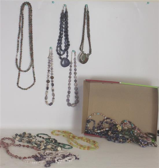 BOX LOT SUBDUED AND EARTH TONE COSTUME JEWELRY INCLUDING: BEAD AND STONE STRANDS, 24