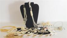 BOX LOT WHITE AND OFF-WHITE COSTUME JEWELRY INCLUDING: BEADED STRANDS INCLUDING FAUX PEARLS AND SEED BEAD, DOUBLE LINK STAINLESS STE...