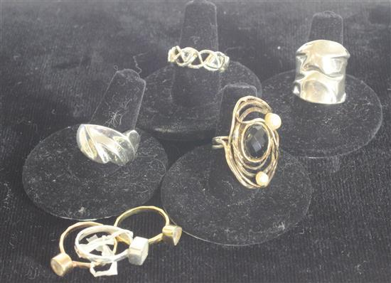 SIX STERLING SILVER RINGS AND ONE SILVER TONE INCLUDING: THREE CZ RINGS WITH GEOMETRIC SHANKS FROM DEB GUYOT, SIZE 5 FORMED VERMEIL ...