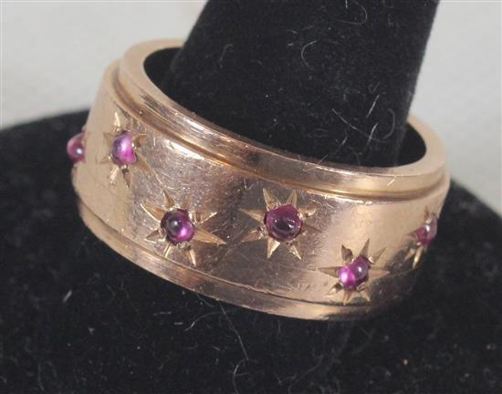 MARKED 14KT YELLOW GOLD RING SIZE 7.5 WITH INSET PINK STONES IN STARBURST PATTERN. 8.5 GRAMS TW.