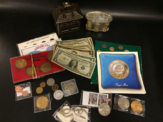 MIXED LOT INCLUDING BANKS, U.S. ONE CENT COLLECTOR SET, AMERICANA SERIES PRESIDENTS COIN COLLECTION, 1988 U.K. UNCIRCULATED COIN SET...