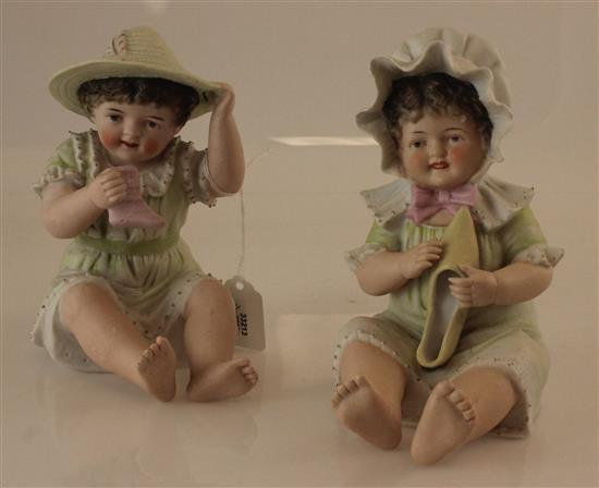 2 BISQUE PIANO CHILDREN HOLDING SHOES, 6.5