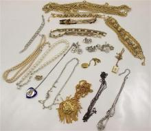 LOT GOLDTONE, SILVERTONE AND RHINESTONE COSTUME JEWELRY INCLUDING 9 NECKLACES, 4 BRACELETS, 5 PAIRS EARRINGS AND SINGLE EARRING
