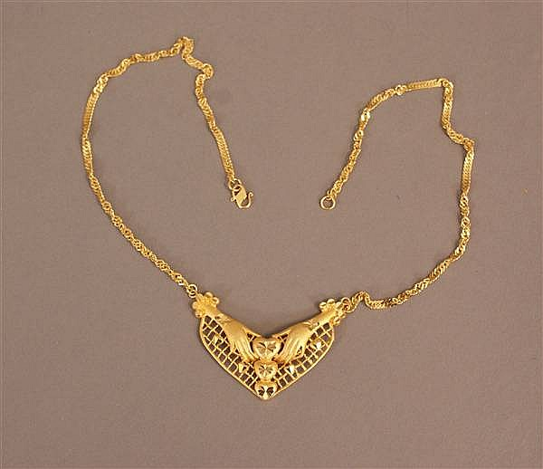 21 K YELLOW GOLD EAST INDIAN CHAIN NECKLACE WITH HEART AND HAND DESIGN PENDANT
