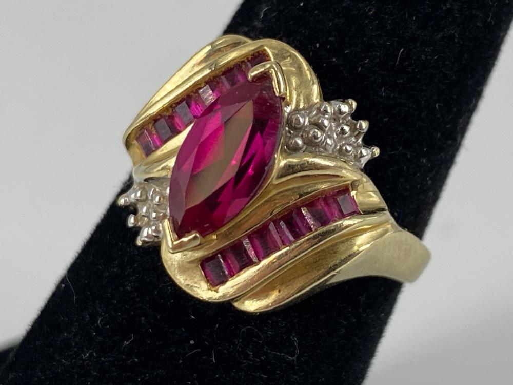 Vintage 10 KT Gold Ruby Diamond Ring