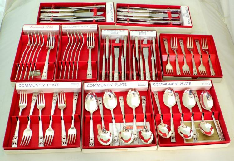 An Silver Plate EPNS Oneida 'Hampton Court' Pattern 60 Piece Cutlery Service. All individually boxed.