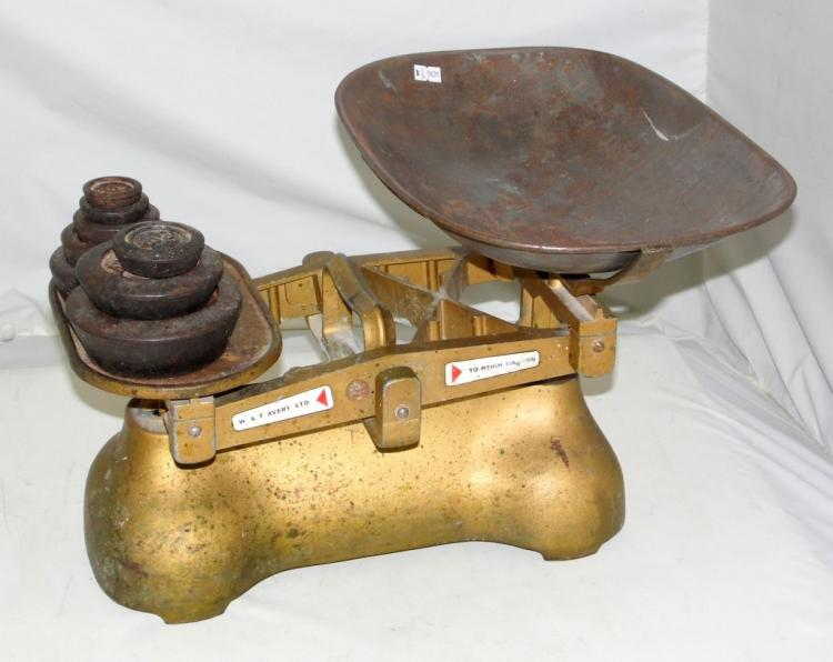 Vintage Shop W & T Avery Ltd. 28lb / 15Kg Balance Pan Scales with 8 Weights 4lb to 2oz.