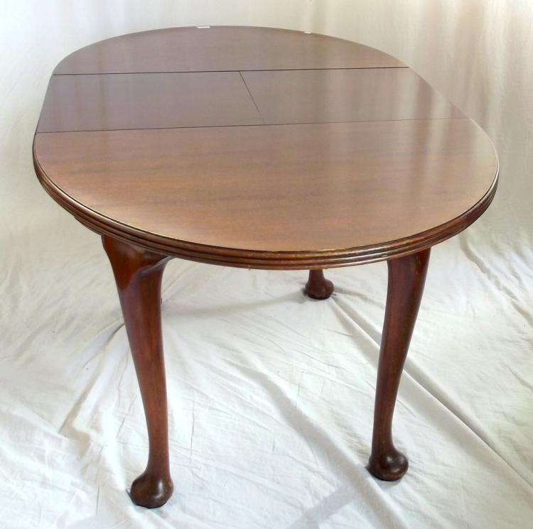 1920s The Ee Zi Way One Motion Extending Dining Table on Ca : H3370 L90325756 from www.invaluable.co.uk size 750 x 745 jpeg 49kB