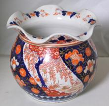 Antique Japanese Imari Jardiniere with  Ruffled Rim.. 19thc.  Height  25 cm.  a/f