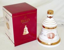 BELL'S CHRISTMAS 2000 8 Year Old 70cl / 40% Blended Scotch Whisky in a Wade Decanter.