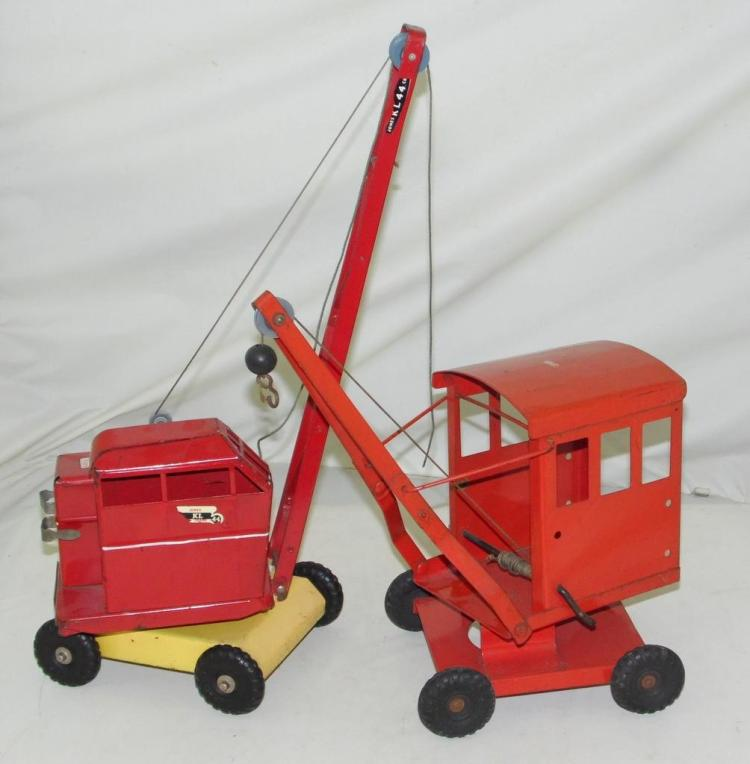 Triang - Jones KL - 44 Ton Crane. Also one other. (2 Items) Height 18 inches.