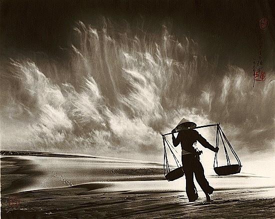 Don HONG-OAI Né en 1929 Sandstorm, Vietman, 1969 Tirage argentique postérieur, 1984