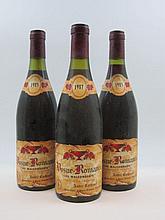 3 bouteilles 2 bts : VOSNE ROMANEE 1985 Les Malconsorts. André Cathiard (inscriptions au stylo sur les étiquettes)