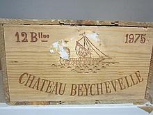 12 bouteilles CHÂTEAU BEYCHEVELLE 1975 4è GC Saint Julien (niveaux compris entre base goulot et haute épaule) Caisse bois d'origine